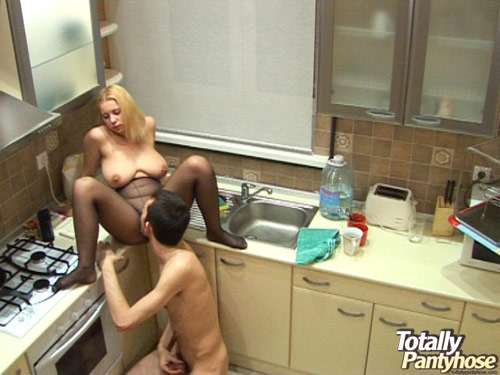 Kitchen voyeur pantyhose pussy eating
